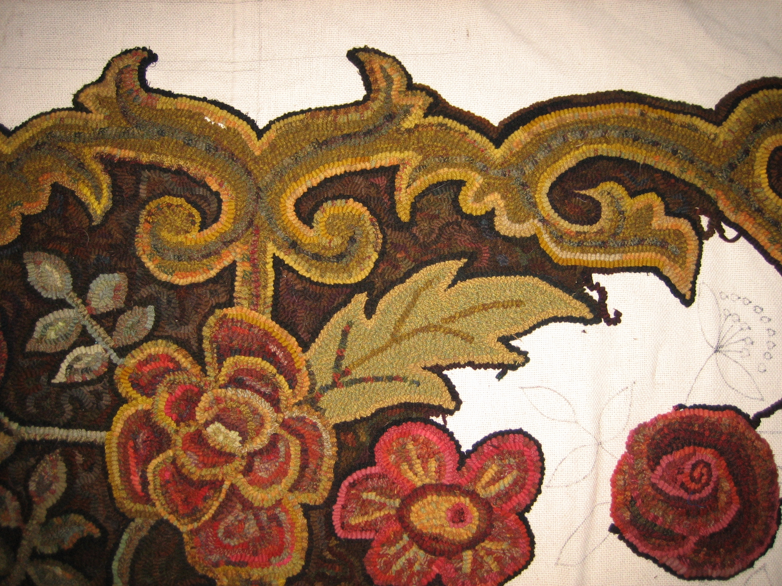 Day 38 of rug hooking: Resolving the Large Leaves