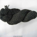rughooking 100% wool yarn for whipping the edge of hooked rugs